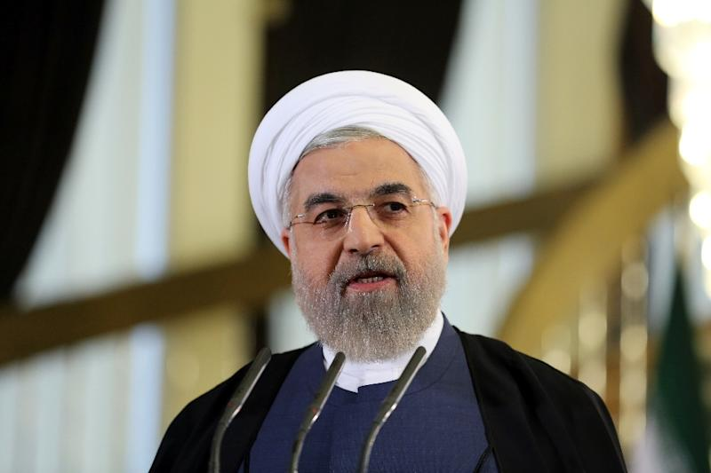Iranian President Hassan Rouhani says sanctions must be lifted on the same day as any deal on Tehran's nuclear programme is implemented
