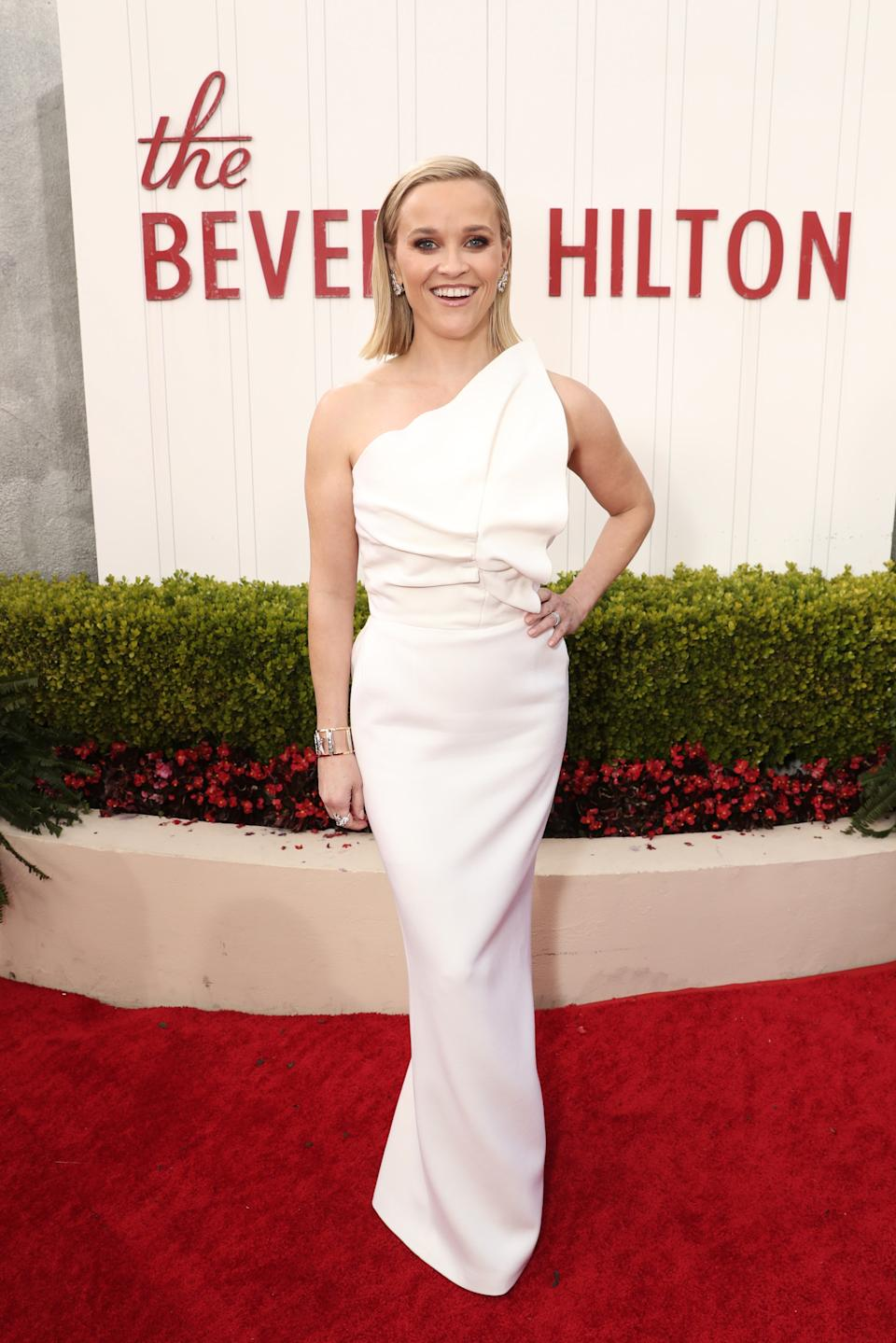 "<h1 class=""title"">Reese Witherspoon in Roland Mouret, Jimmy Choo shoes, and Tiffany & Co. jewelry</h1><cite class=""credit"">Photo: Getty Images</cite>"