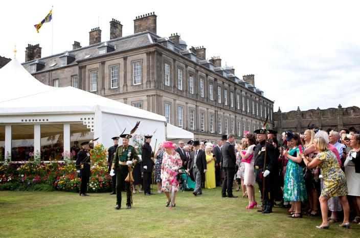 Britain's Queen Elizabeth II hosts the annual garden party at the Palace of Holyroodhouse in Edinburgh on July 4, 2018. (Photo by Jane Barlow / POOL / AFP)        (Photo credit should read JANE BARLOW/AFP via Getty Images)