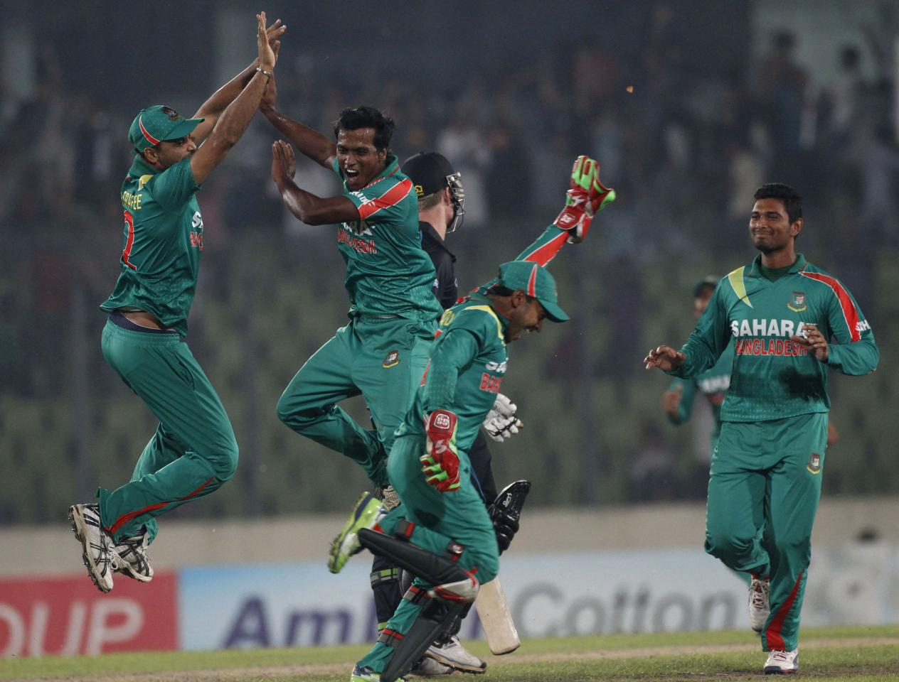 Bangladesh's Rubel Hossain (2nd L) celebrates with teammates after he dismissed New Zealand's James Neesham as he made a hattrick during their first one-day international (ODI) cricket match in Dhaka October 29, 2013. REUTERS/Andrew Biraj (BANGLADESH - Tags: SPORT CRICKET TPX IMAGES OF THE DAY)