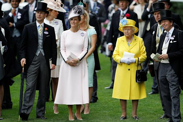 Horse Racing - Royal Ascot - Ascot Racecourse, Ascot, Britain - June 19, 2018 Britain's Queen Elizabeth, Racing Advisor John Warren and Sophie, Countess of Wessex during Royal Ascot REUTERS/Peter Nicholls