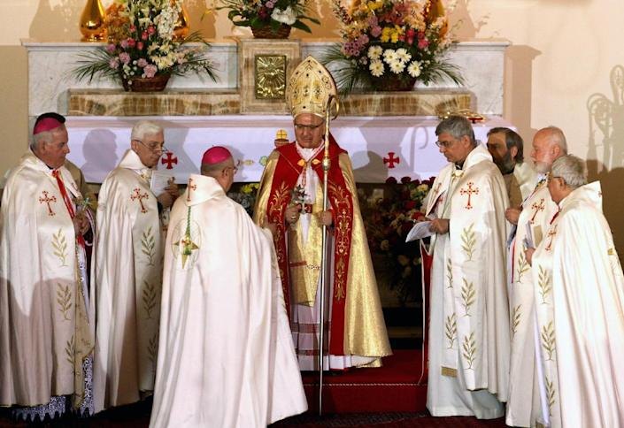 Louis Sako (centre back) at his enthronement ceremony as patriarch of the Iraq-based Chaldean Church at the Mar Yussef (St. Joseph) Cathedral in the Karrada district of Baghdad on March 6, 2013 (AFP Photo/)