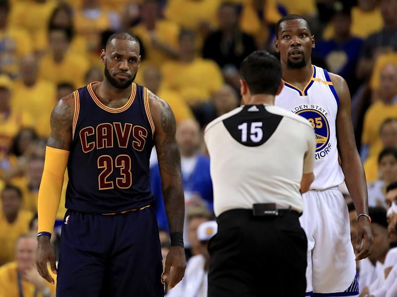 Curry, Durant power Warriors past Cavs in Game 1, 113-91 class=