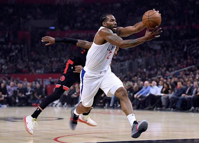 "<a class=""link rapid-noclick-resp"" href=""/nba/teams/la-clippers/"" data-ylk=""slk:Clippers"">Clippers</a> forward <a class=""link rapid-noclick-resp"" href=""/nba/players/4896/"" data-ylk=""slk:Kawhi Leonard"">Kawhi Leonard</a> drives to the basket against the <a class=""link rapid-noclick-resp"" href=""/nba/teams/toronto/"" data-ylk=""slk:Raptors"">Raptors</a> on Monday night at Staples Center. (Photo by Harry How/Getty Images)"