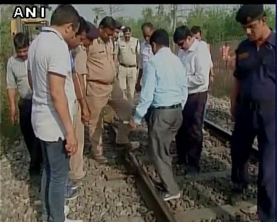 The ATS team inspects Meerut-Lucknow Rajya Rani Express derailment spot.