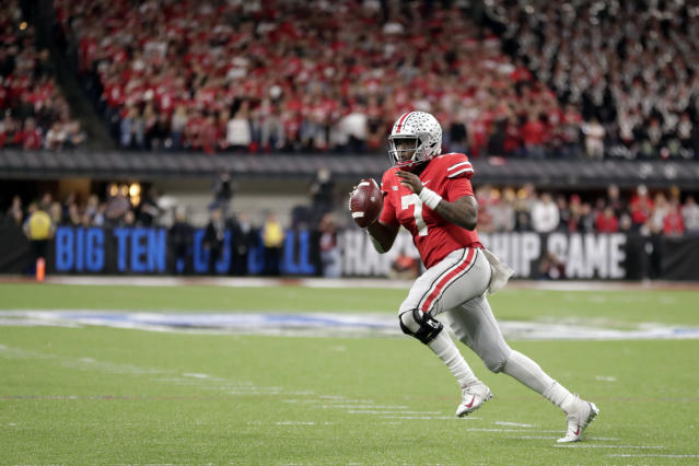 "Ohio State quarterback <a class=""link rapid-noclick-resp"" href=""/ncaaf/players/271419/"" data-ylk=""slk:Dwayne Haskins"">Dwayne Haskins</a> looks to throw during the second half of the Big Ten championship NCAA college football game against Northwestern, Saturday, Dec. 1, 2018, in Indianapolis. (AP Photo/Michael Conroy)"