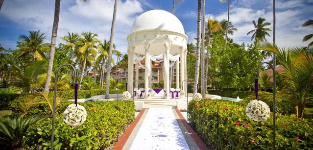 "<p>The Dominican Republic is the second most popular spot for destination weddings, according to Mary Zajac from <a href=""https://www.expedia.ca/"" rel=""nofollow noopener"" target=""_blank"" data-ylk=""slk:Expedia"" class=""link rapid-noclick-resp"">Expedia</a>. ""It's popular because of the all-inclusive aspect, complete with wedding planners on site to help with any coordination."" <em>(Photo courtesy of <a href=""http://luxedestinationweddings.com/collection/majestic-elegance-2/"" rel=""nofollow noopener"" target=""_blank"" data-ylk=""slk:Luxe Destination Weddings"" class=""link rapid-noclick-resp"">Luxe Destination Weddings</a>)</em> </p>"