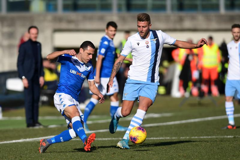 Brescia's Italian Brazilian defender Romulo (L) is challenged by Lazio's Serbian midfielder Sergej Milinkovic-Savic during the Italian Serie A football match between Brescia and Lazio on January 5, 2020 at the Mario-Rigamonti stadium in Brescia. (Photo by MIGUEL MEDINA / AFP) (Photo by MIGUEL MEDINA/AFP via Getty Images)