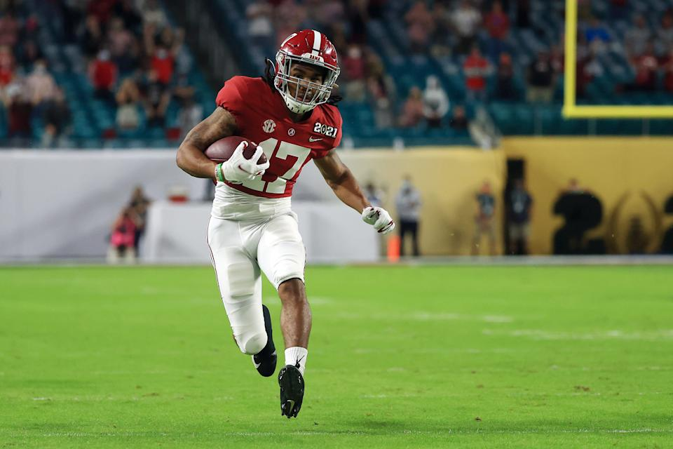MIAMI GARDENS, FLORIDA - JANUARY 11: Jaylen Waddle #17 of the Alabama Crimson Tide rushes after a reception during the first quarter of the College Football Playoff National Championship game against the Ohio State Buckeyes at Hard Rock Stadium on January 11, 2021 in Miami Gardens, Florida. (Photo by Mike Ehrmann/Getty Images)