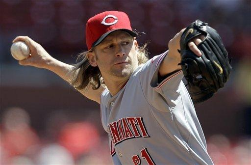 Cincinnati Reds starting pitcher Bronson Arroyo throws during the first inning of a baseball game against the St. Louis Cardinals, Thursday, April 19, 2012, in St. Louis. (AP Photo/Jeff Roberson)