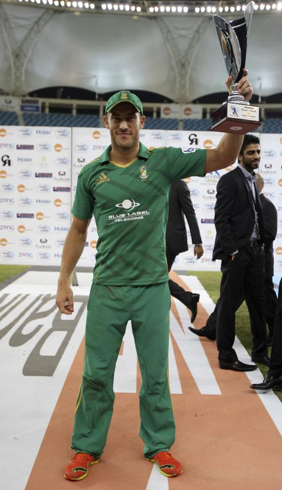 South Africa's captain Faf du Plessis poses with the trophy after winning the second Twenty20 international cricket match against Pakistan in Dubai November 15, 2013. REUTERS/Nikhil Monteiro (UNITED ARAB EMIRATES - Tags: SPORT CRICKET)