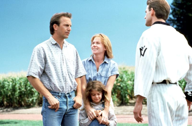 Kevin Costner, Gaby Hoffman, Amy Madigan and Dwier Brown in the emotional final scene of 'Field of Dreams' (Photo: Universe/courtesy Everett Collection)