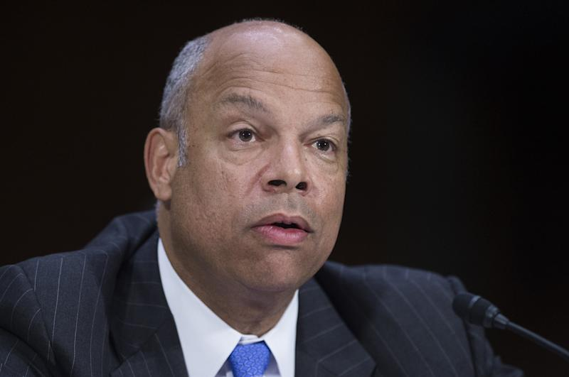 US Secretary of Homeland Security Jeh Johnson testifies during a Senate Appropriations Committee in Washington, DC, July 10, 2014 (AFP Photo/Saul Loeb)