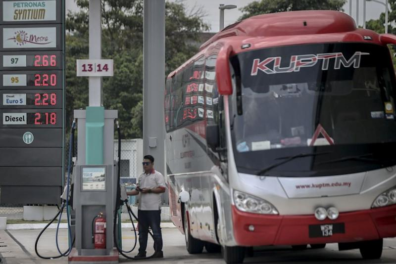 Pakatan froze the price of RON95 petrol and diesel upon winning federal power. — Picture by Hari Anggara