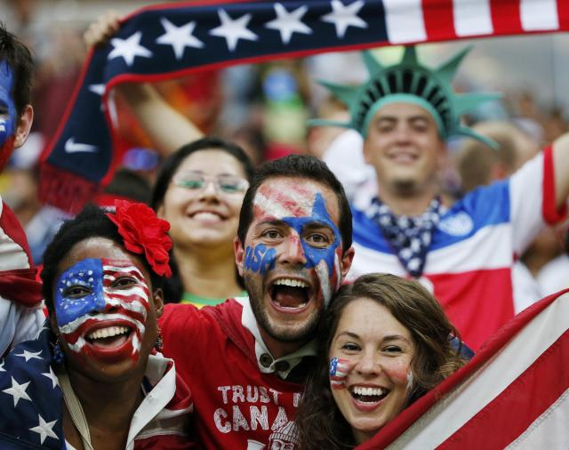 Fans of the U.S. cheer before their 2014 World Cup G soccer match against Portugal at the Amazonia arena in Manaus June 22, 2014. REUTERS/Jorge Silva (BRAZIL - Tags: SOCCER SPORT WORLD CUP)
