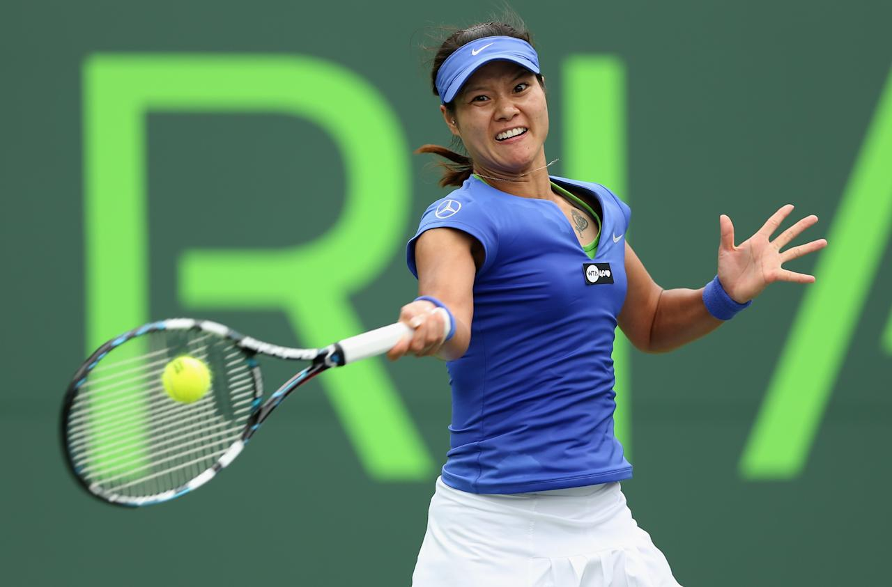 KEY BISCAYNE, FL - MARCH 25:  Li Na of China plays a forehand against Garbine  Muguruza of Spain during their fourth round match at the Sony Open at Crandon Park Tennis Center on March 25, 2013 in Key Biscayne, Florida.  (Photo by Clive Brunskill/Getty Images)