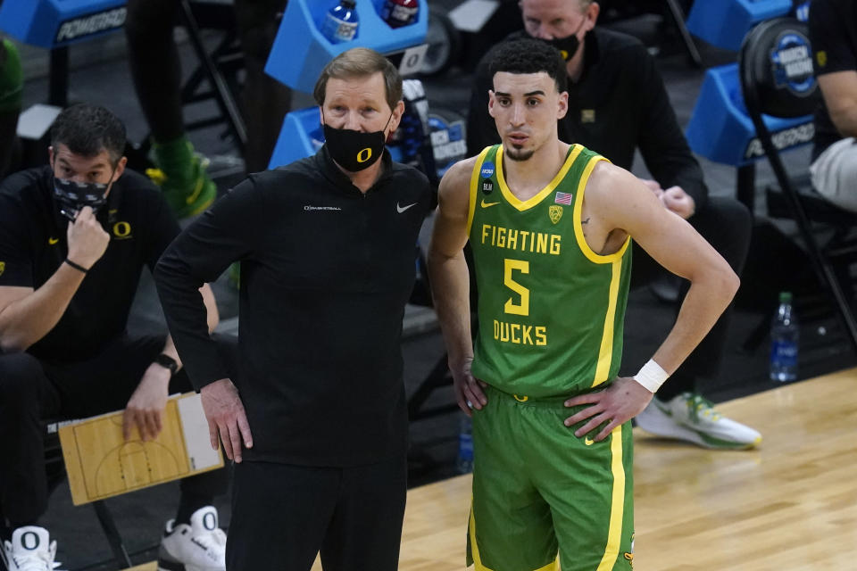 Oregon head coach Dana Altman, left, talks with guard Chris Duarte (5) during the first half of a Sweet 16 game against Southern California in the NCAA men's college basketball tournament at Bankers Life Fieldhouse, Sunday, March 28, 2021, in Indianapolis. (AP Photo/Darron Cummings)