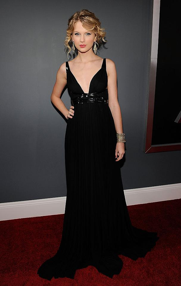 "Blah: Taylor Swift's boring black Kaufman Franco dress and random 'do didn't do the ""Love Story"" songstress any justice on the red carpet. Larry Busacca/<a href=""http://www.gettyimages.com/"" target=""new"">GettyImages.com</a> - February 8, 2009"
