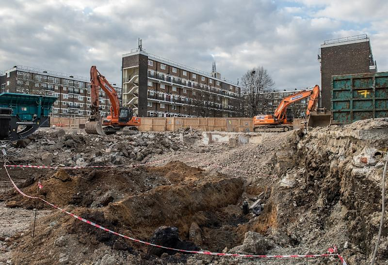 A picture from Britain's Ministry of Defence, shows a cordon surrounding the site in which an unexploded 1,000-pound bomb was discovered in London on March 23, 2015 (AFP Photo/Sergeant Rupert Frere RLC)