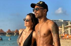 Throwback Tuesday: Natasa Stankovic sizzles in a sexy swimsuit with fiance Hardik Pandya