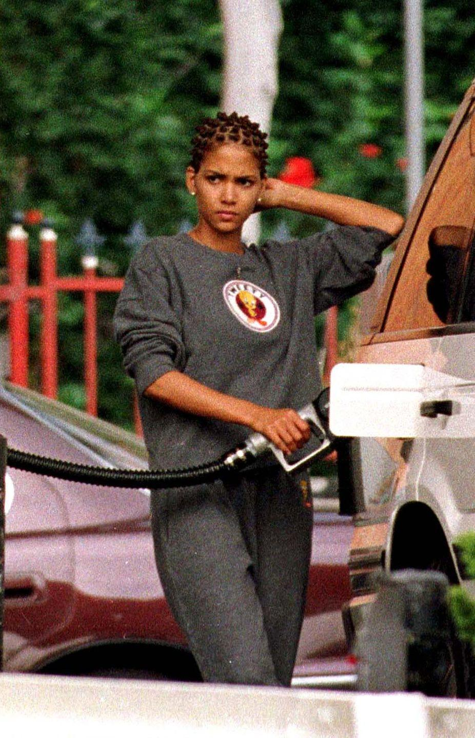 <p>Halle Berry is spotted filling up her Land Rover with gas.</p>