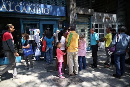 People wait in line outside of a currency exchange house in Caracas, Venezuela, February 5, 2019. REUTERS/Andres Martinez Casares