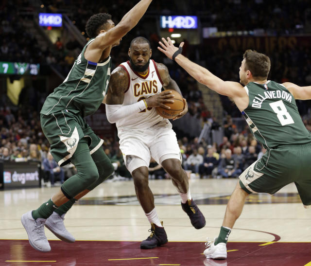 "<a class=""link rapid-noclick-resp"" href=""/nba/players/3704/"" data-ylk=""slk:LeBron James"">LeBron James</a> drives through <a class=""link rapid-noclick-resp"" href=""/nba/players/5185/"" data-ylk=""slk:Giannis Antetokounmpo"">Giannis Antetokounmpo</a> (and, to a lesser extent, <a class=""link rapid-noclick-resp"" href=""/nba/players/5249/"" data-ylk=""slk:Matthew Dellavedova"">Matthew Dellavedova</a>) on his way to the cup. (AP)"