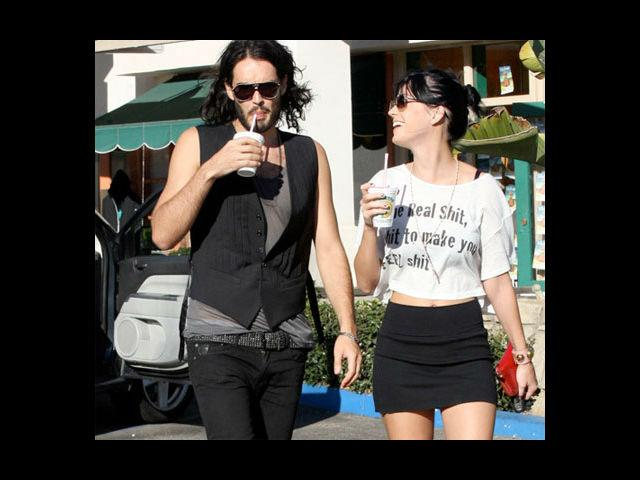 <b>5. Katy Perry & Russell Brand</b><br> The couple who had a grand wedding in India, decided to call it quit after being together for around one year. Cracks in the marriage were split wide open and nakedly visible as both of them were spotted without their rings, even before they announced their divorce.