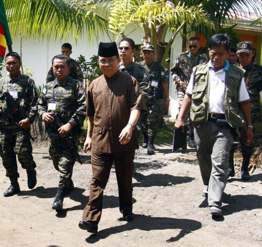 The Philippines has offered the country's largest Muslim insurgent group -- the 12,000-strong Moro Islamic Liberation Front (MILF) -- the prospect of autonomy