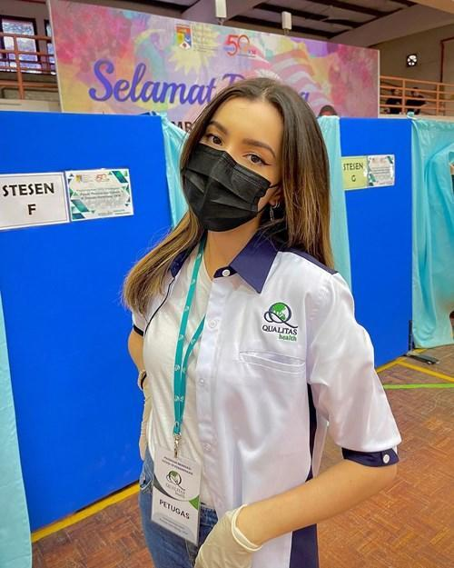 Amelia Henderson volunteered at the National Vaccine Centre in UKM