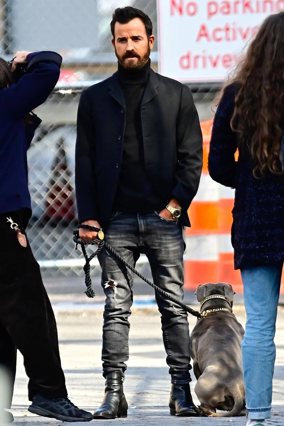 <p>Justin Theroux and his beloved dog Kuma were busy on the set of his photoshoot in New York City.</p>