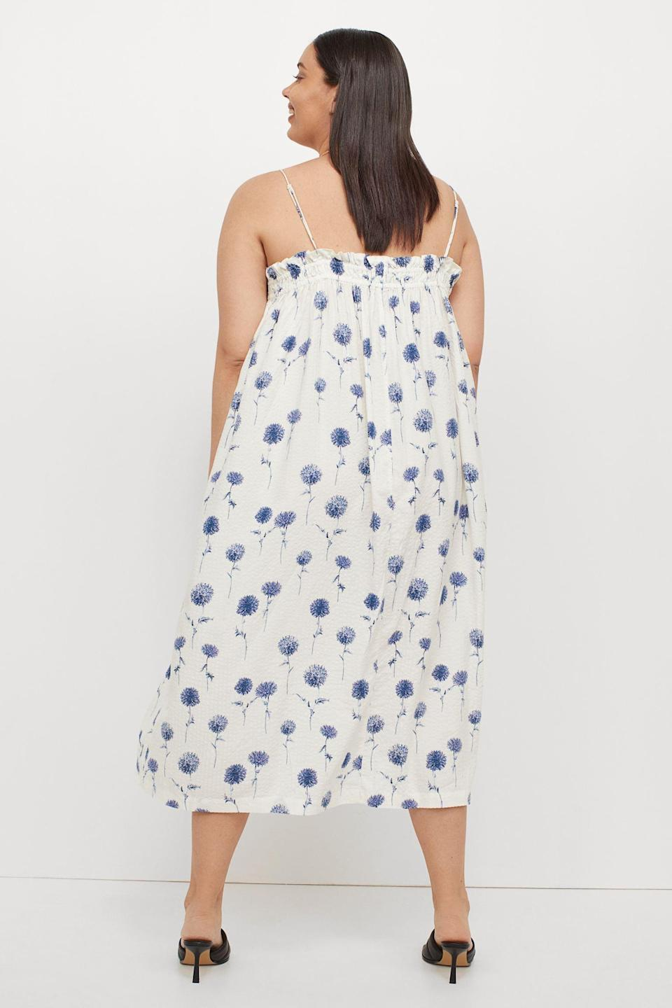 <p>Anyone else is into the summery print of this <span>H&amp;M+ Sleeveless Dress</span> ($22, originally $25)? It's perfect for picnics and rooftop parties alike.</p>