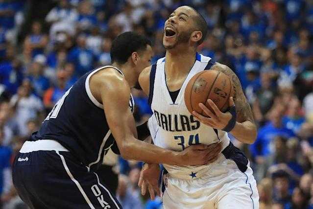 Devin Harris of the Dallas Mavericks is fouled by Andre Roberson of the Oklahoma City Thunder during game four of the Western Conference Quarterfinals of the 2016 NBA Playoffs at American Airlines Center on April 23, 2016 in Dallas, Texas (AFP Photo/RONALD MARTINEZ)