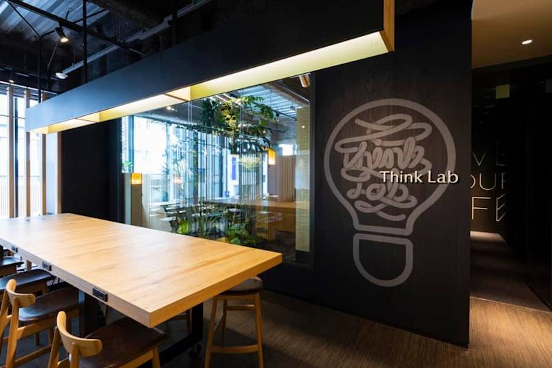 A Starbucks outlet in Tokyo, Ginza with co-working spaces designed by Think Lab. (Photo: Think Lab)