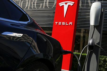 A Tesla car charges at a charging station in Beijing, China, April 18, 2017.  REUTERS/Thomas Peter