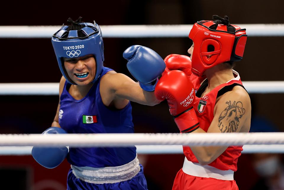 TOKYO, JAPAN - JULY 27: Rebecca Nicoli (red) of Italy exchanges punches with Esmeralda Falcon Reyes of Mexico during the Women's Light (57-60kg) on day four of the Tokyo 2020 Olympic Games at Kokugikan Arena on July 27, 2021 in Tokyo, Japan. (Photo by James Chance/Getty Images)