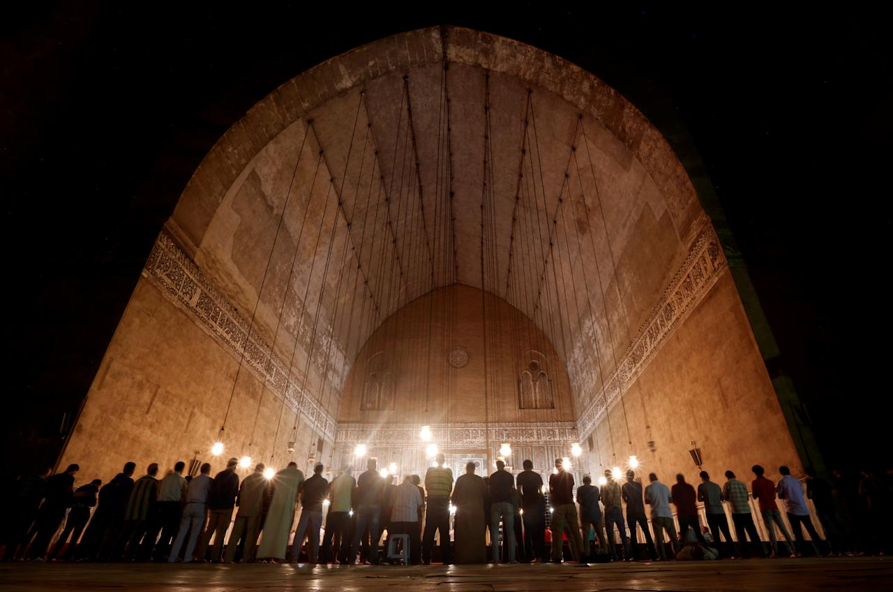 """Egyptian Muslims perform evening prayers called """"Tarawih"""" inside Al Sultan Hassan mosque during the Muslim holy fasting month of Ramadan in the old Islamic area of Cairo, Egypt May 20, 2018. REUTERS/Amr Abdallah Dalsh     TPX IMAGES OF THE DAY"""