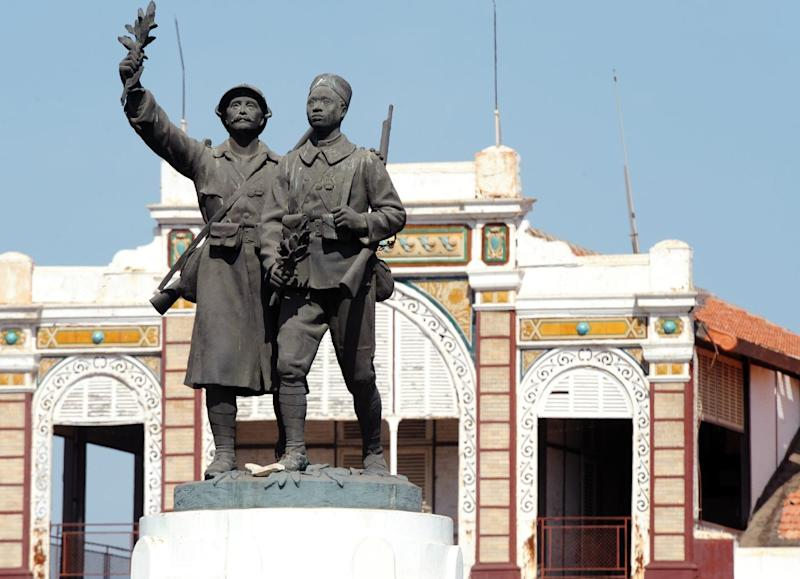The Demba and Dupont statue, a World War I memorial commemorating the fallen and honouring the brotherhood between Senegal and France, pictured at the Rifleman's Square in Dakar, on November 10, 2013 (AFP Photo/Seyllou)