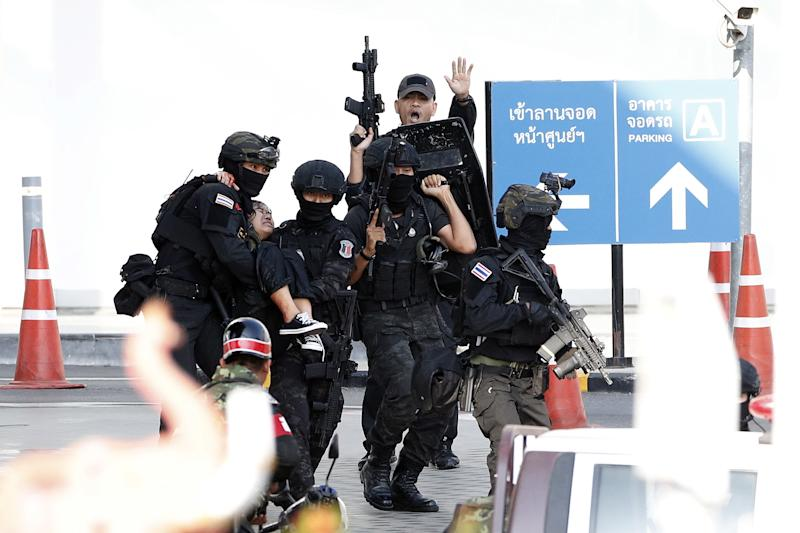 Soldiers evacuate hostages from mass shooting scene at the Terminal 21 shopping centre in Nakhon Ratchasima.