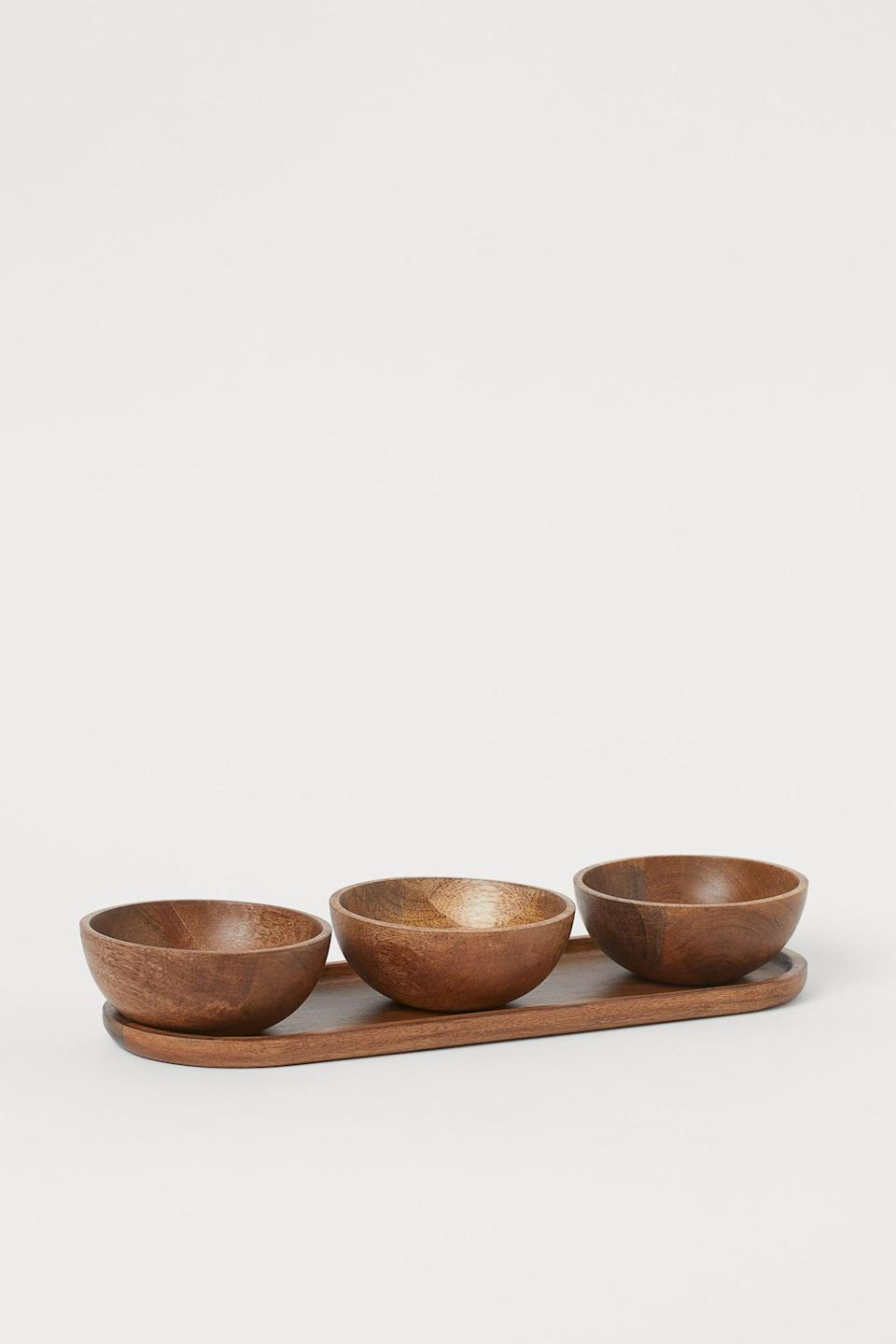 <p>This <span>H&amp;M Serving Bowls and Tray</span> ($30) set is great for dinner parties.</p>