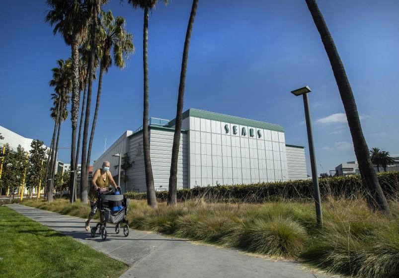 SANTA MONICA, CA - NOVEMBER 18, 2020: The vacant Sears store in Santa Monica, as seen from Colorado Ave. has recently undergone a $50 million makeover to turn the Art Deco-style building into an office, restaurant and retail complex. (Mel Melcon / Los Angeles Times)