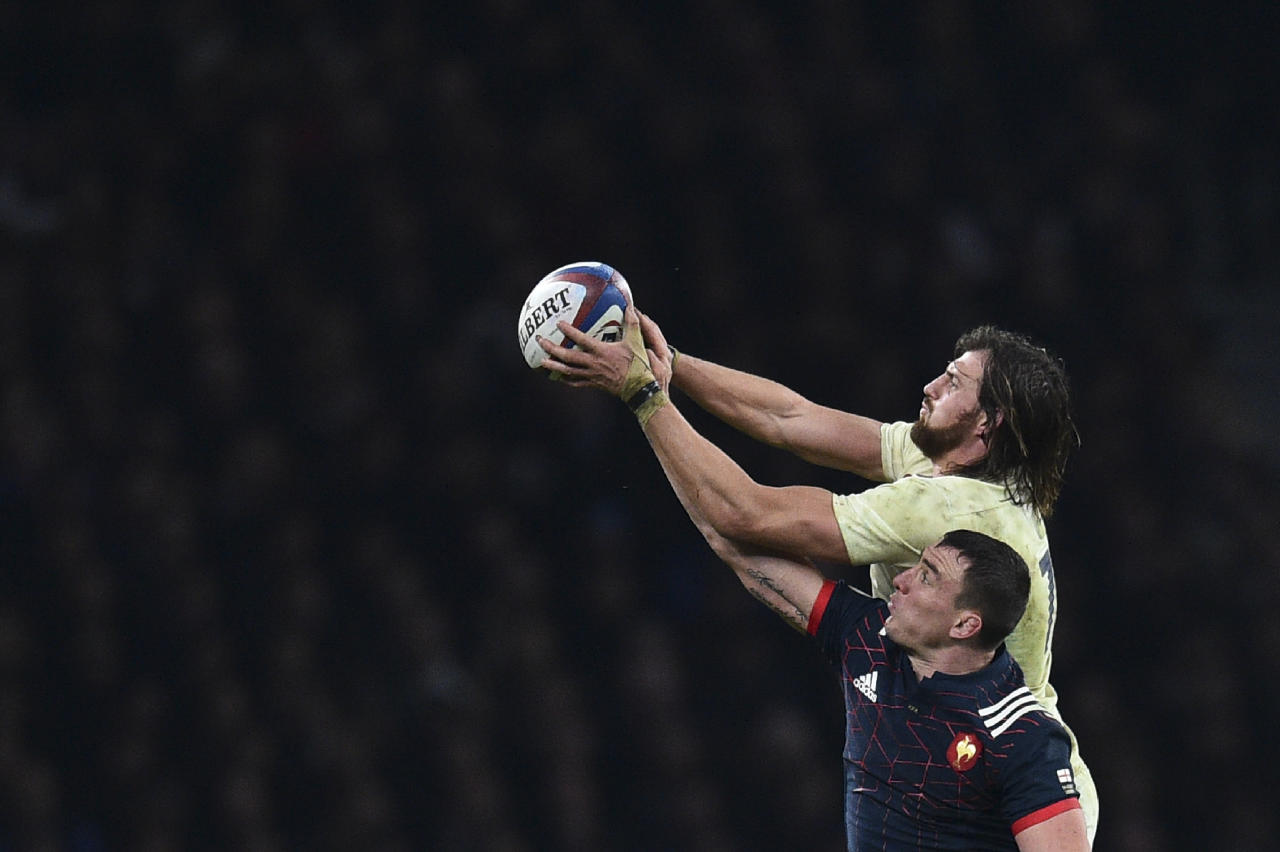 France's number 8 Louis Picamoles vies with England's flanker Tom Wood during the Six Nations international rugby union match between England and France at Twickenham stadium in southwest London on February 4, 2017. (AFP Photo/Glyn KIRK                          )