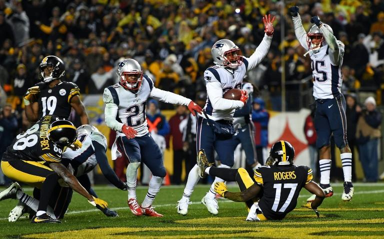 Duron Harmon (C) of the New England Patriots intercepts a pass thrown by Ben Roethlisberger of the Pittsburgh Steelers with five seconds left to play in the fourth quarter at Heinz Field