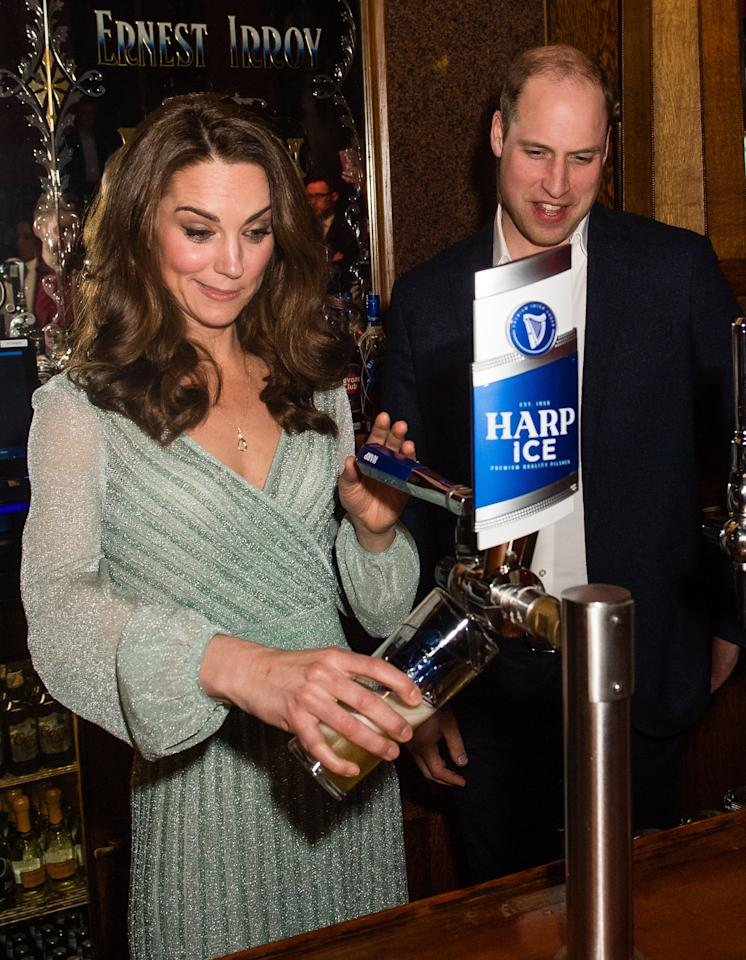 During a visit to the Empire Music Hall in Belfast, Northern Ireland, Kate showed off her bar skills. <em>[Photo: Getty]</em>