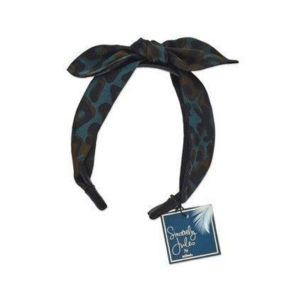 """<h2>Sincerely Jules by Scunci Leopard Headband With Bow</h2> <br>The multicolored leopard prints on this headband will make any Zoom outfit — including pajamas — look 10 times chicer. <br><br><strong>Sincerely Jules by Scunci.</strong> Sincerely Jules by Scunci leopard headband With Bow, $, available at <a href=""""https://go.skimresources.com/?id=30283X879131&url=https%3A%2F%2Fwww.target.com%2Fp%2Fsincerely-jules-by-scunci-leopard-headband-w-bow%2F-%2FA-76524694"""" rel=""""nofollow noopener"""" target=""""_blank"""" data-ylk=""""slk:Target"""" class=""""link rapid-noclick-resp"""">Target</a><br>"""