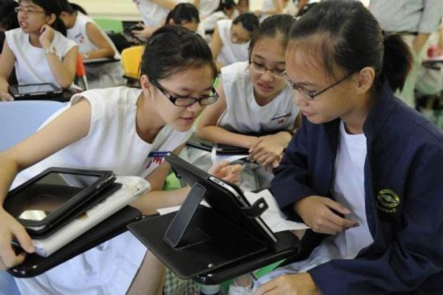 Singapore students in a language arts class in Nanyang Girls' High School in 2011. (AFP photo)