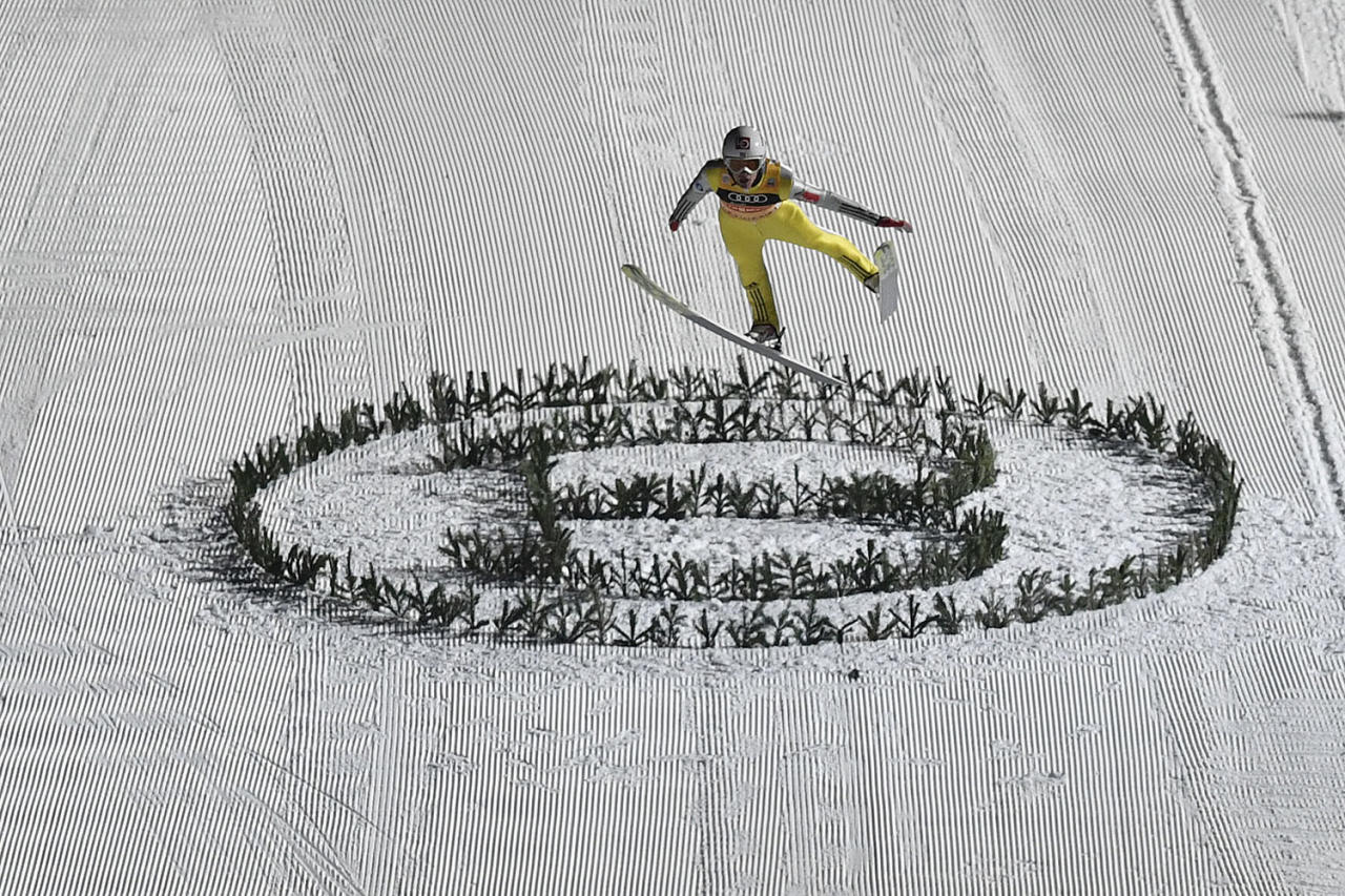 <p>Norway's Daniel Andre Tande loses balance during his final jump at the last stage of the four hills ski jumping tournament in Bischofshofen, Austria, on Jan. 6, 2017. (Photo: Kerstin Joensson/AP) </p>