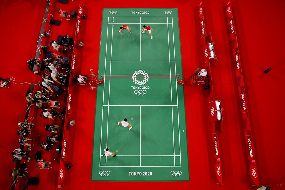 <p>CHOFU, JAPAN - JULY 31: A general view of the badminton court as Li Jun Hui and Liu Yu Chen of Team China compete against Lee Yang and Wang Chi-Lin of Team Chinese Taipei during the Men's Doubles Gold Medal match on day eight of the Tokyo 2020 Olympic Games at Musashino Forest Sport Plaza on July 31, 2021 in Chofu, Tokyo, Japan. (Photo by Rob Carr/Getty Images)</p>
