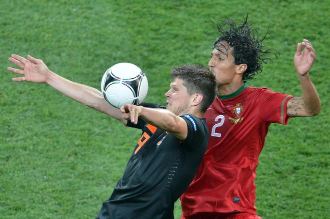 Portuguese defender Bruno Alves (R) vies with Dutch forward Klaas-Jan Huntelaar during the Euro 2012 football championships match Portugal vs. Netherlands, on June 17, 2012 at the Metalist stadium in Kharkiv.   AFP PHOTO / SERGEI SUPINSKYSERGEI SUPINSKY/AFP/GettyImages