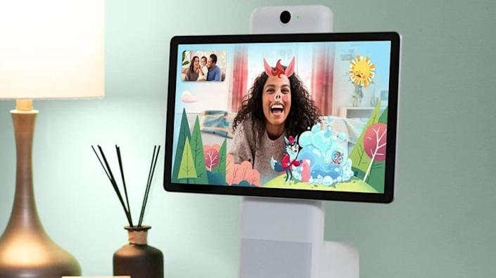 Facebook Portal lets you read along to stories with fun effects.
